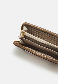 Guess - MIKA LARGE ZIP AROUND - Wallet - brown - 2
