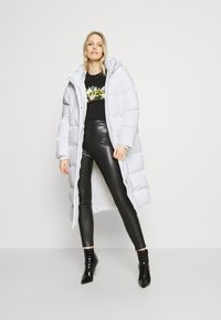 Guess - ADIVA JACKET - Down coat - true white - 1