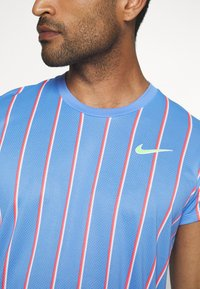 Nike Performance - SLAM - Print T-shirt - royal pulse/ghost green - 5