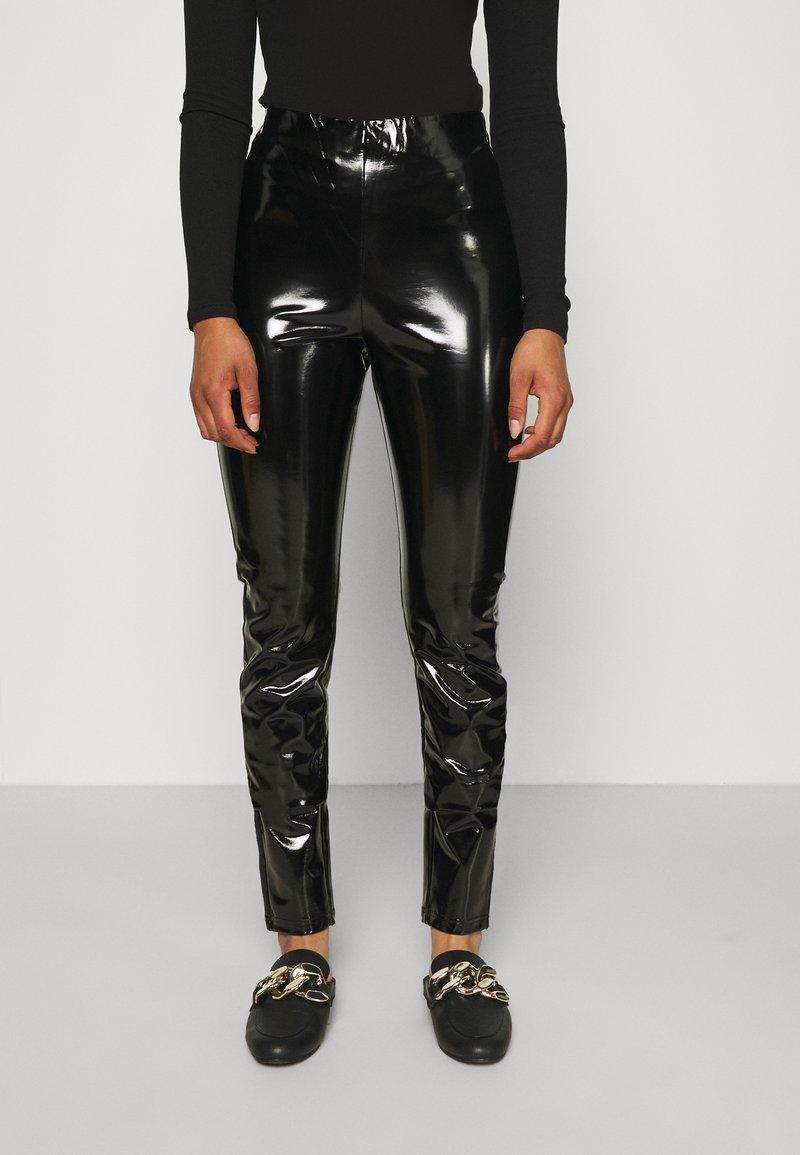 ONLY Tall - ONLTASSIE SHINY - Pantalones - black