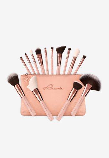 ESSENTIAL BRUSHES - Makeup brush set - rose golden vintage