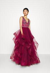 Luxuar Fashion - Vestido de fiesta - weinrot - 1