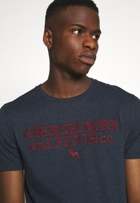 Abercrombie & Fitch - HERITAGE FALL - Print T-shirt - navy - 3
