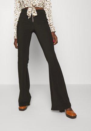NMSALLIE FLARED ZIP DETAIL PANT - Broek - black