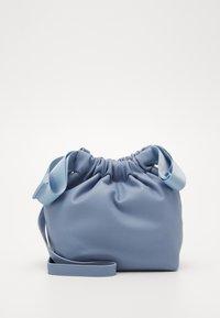 Pieces - PCBEAU CROSS BODY - Across body bag - kentucky blue - 0