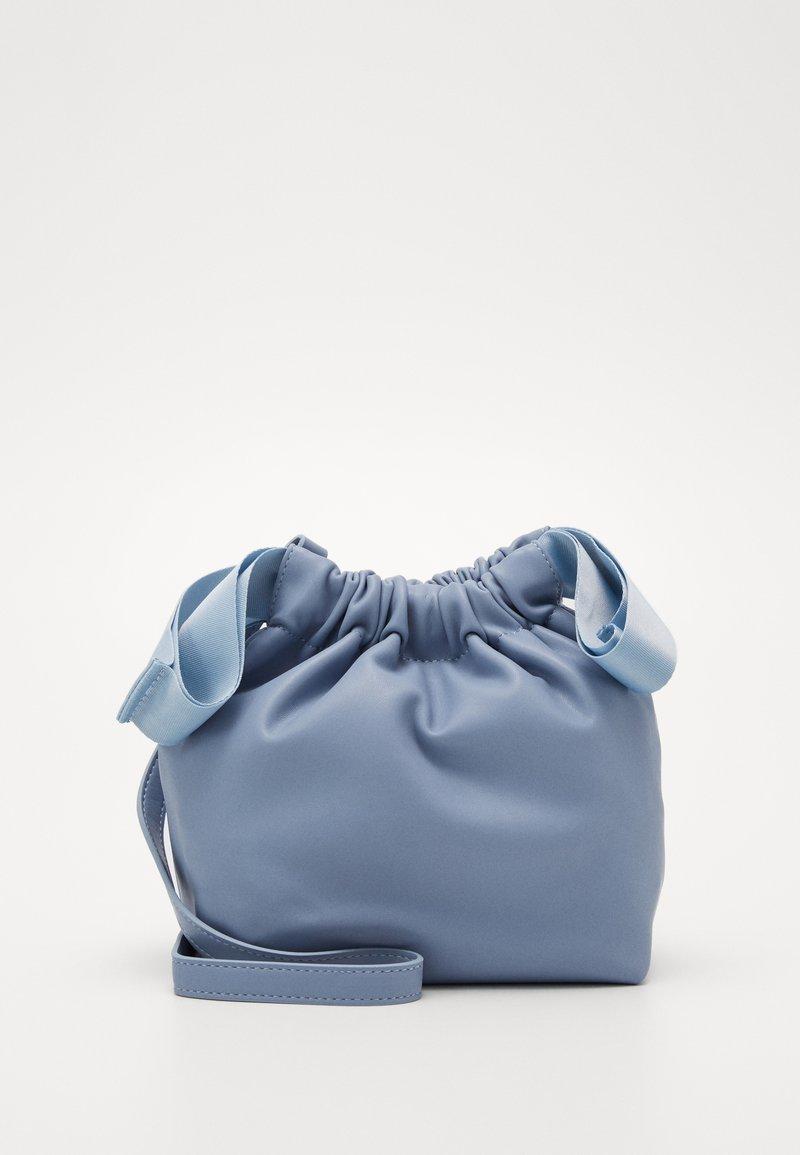 Pieces - PCBEAU CROSS BODY - Across body bag - kentucky blue