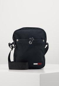 Tommy Jeans - TJM CAMPUS  MINI REPORTER - Across body bag - black - 0