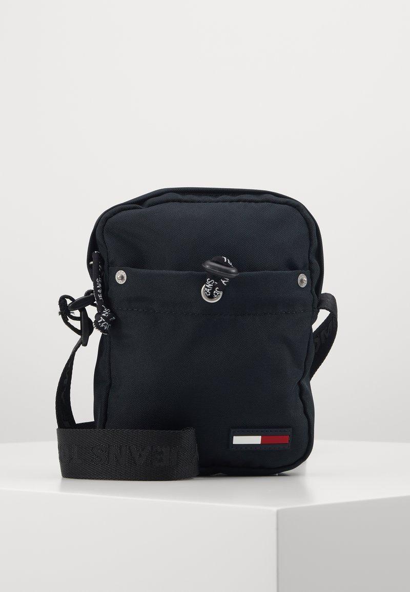 Tommy Jeans - TJM CAMPUS  MINI REPORTER - Across body bag - black