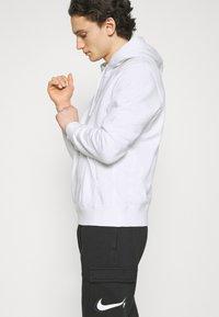 Nike Sportswear - COURT HOODIE - Sweatshirt - white - 3