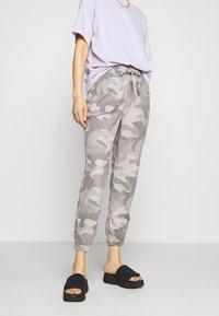 Hollister Co. - DRAPEY - Kalhoty - grey - 0