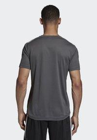 adidas Performance - DESIGN 2 MOVE 3-STRIPES T-SHIRT - T-Shirt print - grey - 1