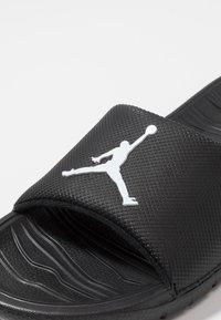 Jordan - BREAK - Sandaler - black/white - 5