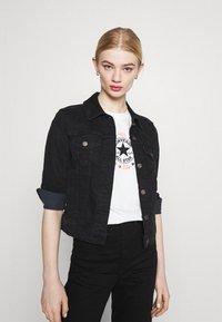 Converse - CHUCK WOMENS WANDER BOXY TEE - Print T-shirt - egret - 4