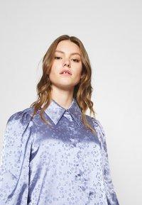 Monki - NALA BLOUSE - Button-down blouse - blue - 3