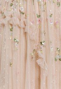 Needle & Thread - SHIMMER DITSY LONG SLEEVE GOWN - Společenské šaty - pearl rose - 3