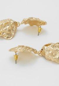 Topshop - CRUSHED DOUBLE DROP - Oorbellen - gold-coloured - 2
