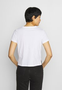 Guess - ADRIA TEE - T-shirts med print - true white - 2