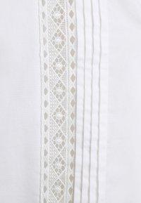 TWINSET - BLUSA DETTAGLI - Print T-shirt - bianco ottico - 2