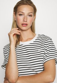 Levi's® - LULA TEE DRESS - Jersey dress - cloud dancer - 3