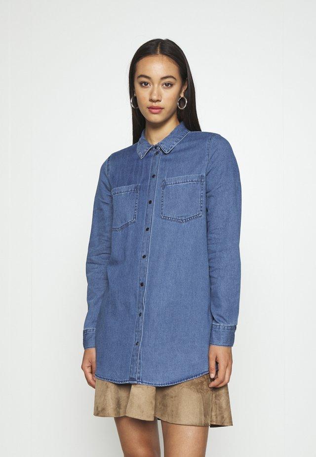 VMMILA LONG - Skjorta - medium blue denim