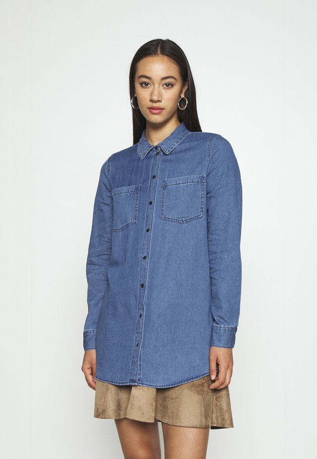 VMMILA LONG - Button-down blouse - medium blue denim