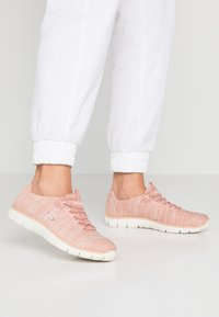 Skechers - EMPIRE SEE YA RELAXED FIT - Slip-ons - rose - 0