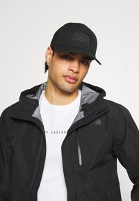 The North Face - DEEP FIT MUDDER TRUCKER UNISEX - Keps - black - 0