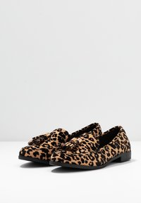 Dorothy Perkins - LILLIE LOAFER - Scarpe senza lacci - brown - 4