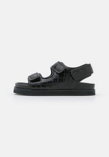 FLAT SANDALS - Sandals - black