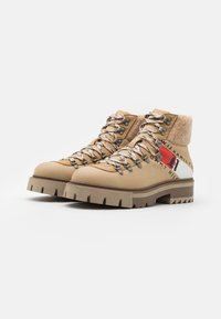 Tommy Hilfiger - CHUNKY BOOT - Lace-up ankle boots - horseradish - 1