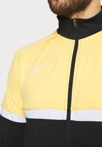 Nike Performance - ACADEMY SUIT - Träningsset - black/saturn gold/white - 8