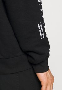 The Couture Club - OVERSIZED CREW WITH OIL-PAINT STYLE ART PRINT - Hoodie - black - 4