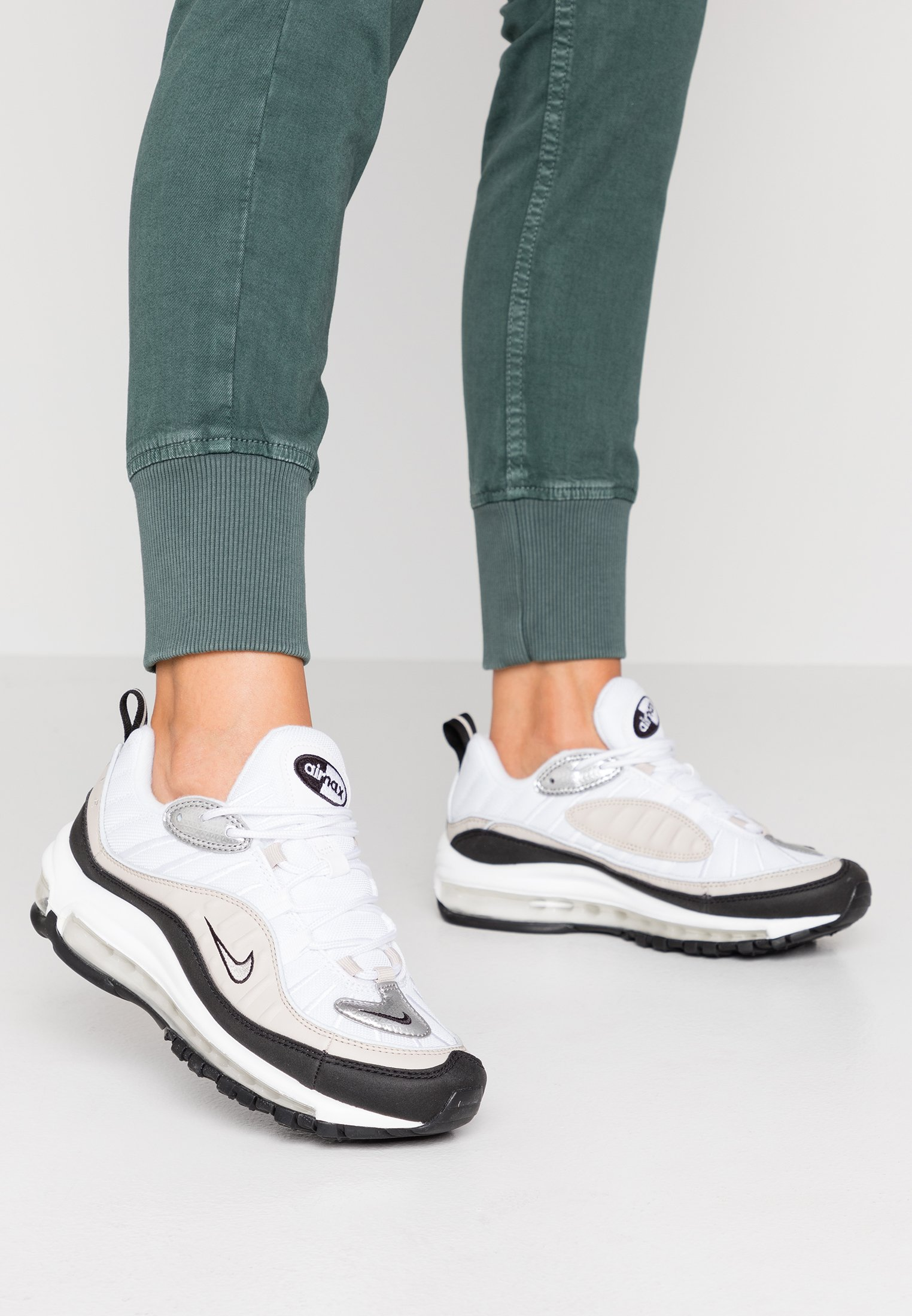 AIR MAX 98 - Sneakers laag - white/metallic silver/desert sand/black