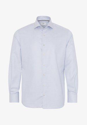 MODERN FIT - Shirt - white /light blue