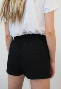 Pimkie - FLORALE - Shorts - schwarz - 1