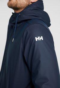 Helly Hansen - MOSS INSULATED RAIN COAT 2-IN-1 - Regnjakke / vandafvisende jakker - navy - 9