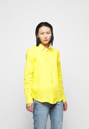 PIECE DYE - Košile - university yellow