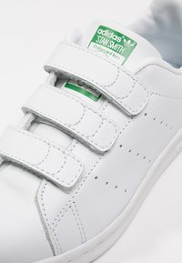 adidas Originals - STAN SMITH - Sneakersy niskie - white - 5
