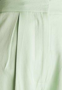 NA-KD - HOSS X NA-KD WIDE LEG PANTS - Pantalon classique - pastel green - 2