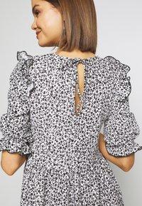 Miss Selfridge - TEXTURED MINI DRESS - Denní šaty - white - 5