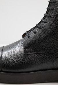 BOSS - ORACLE - Šněrovací kotníkové boty - black - 5
