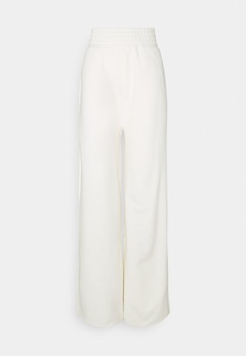 K AND K FLARE HIGH RISE - Joggebukse - off white
