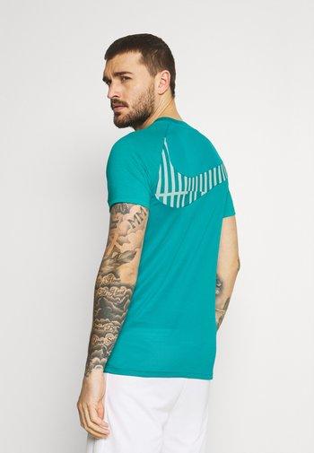 DRY - T-shirts print - aquamarine/white