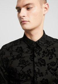 Twisted Tailor - KATRIN FLORAL  - Camicia elegante - black - 4