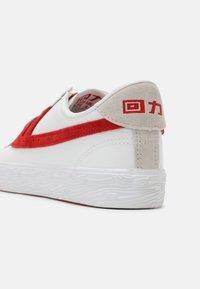 Warrior Shanghai - DIME UNISEX - Zapatillas - white/red - 4