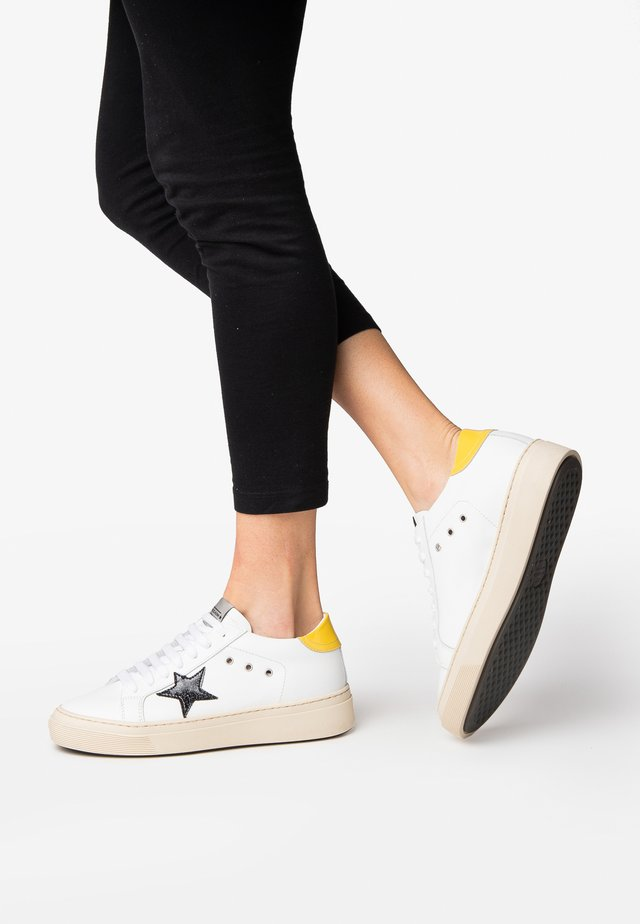 ANDREA - Sneakers laag - yellow White