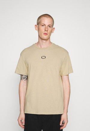 ESSENTIAL TEE - Basic T-shirt - beige