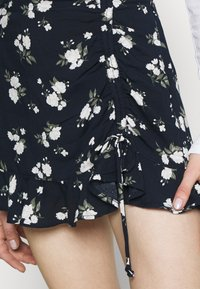 Hollister Co. - RUFFLE SKORT - Kraťasy - navy - 4