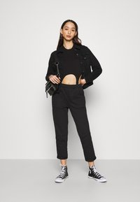Even&Odd - TAPERED LEG JOGGER WITH POCKET DETAIL - Tracksuit bottoms - black - 1