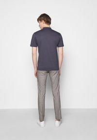 DRYKORN - LOUIS - Basic T-shirt - dark blue - 2